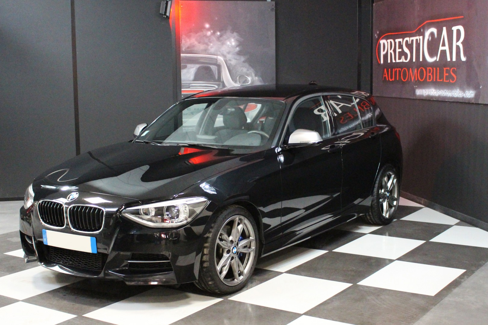 bmw s rie 1 m135i 3 0 320cv m performance presticar automobiles. Black Bedroom Furniture Sets. Home Design Ideas