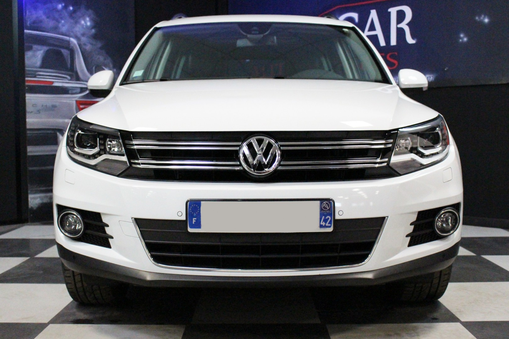 volkswagen tiguan 2 0 tdi 140 carat bvm presticar automobiles. Black Bedroom Furniture Sets. Home Design Ideas