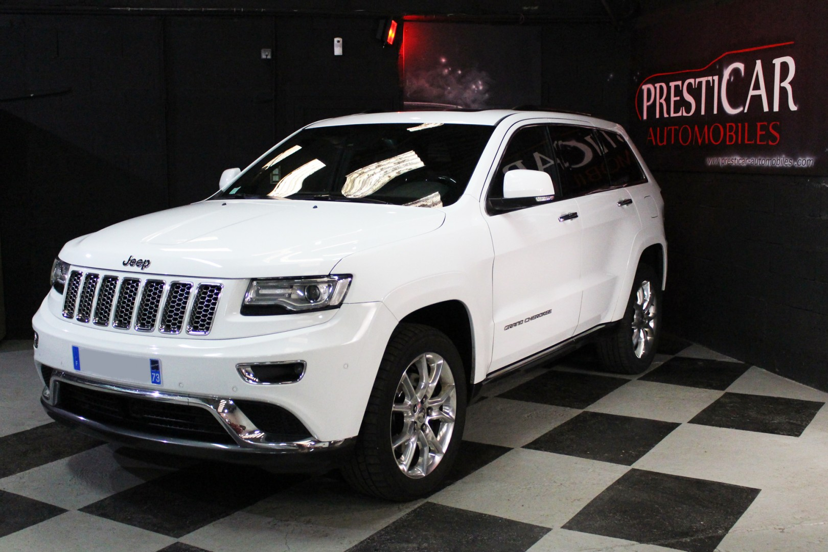 jeep grand cherokee 3 0 v6 cdr 250 summit bva8 presticar automobiles. Black Bedroom Furniture Sets. Home Design Ideas
